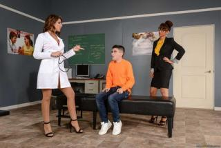 Brazzers - Big Tits at School - A Tip To The School Nurse