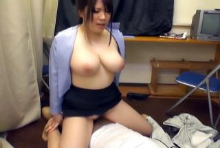 Lovely milf expertly rides a stiff shlong - AllJapanesePass